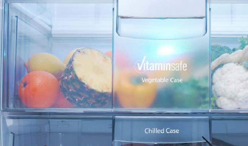 Tủ lạnh Panasonic NR-CY557GKVN có đèn LED nhấp nháy màu xanh lá và xanh da trời