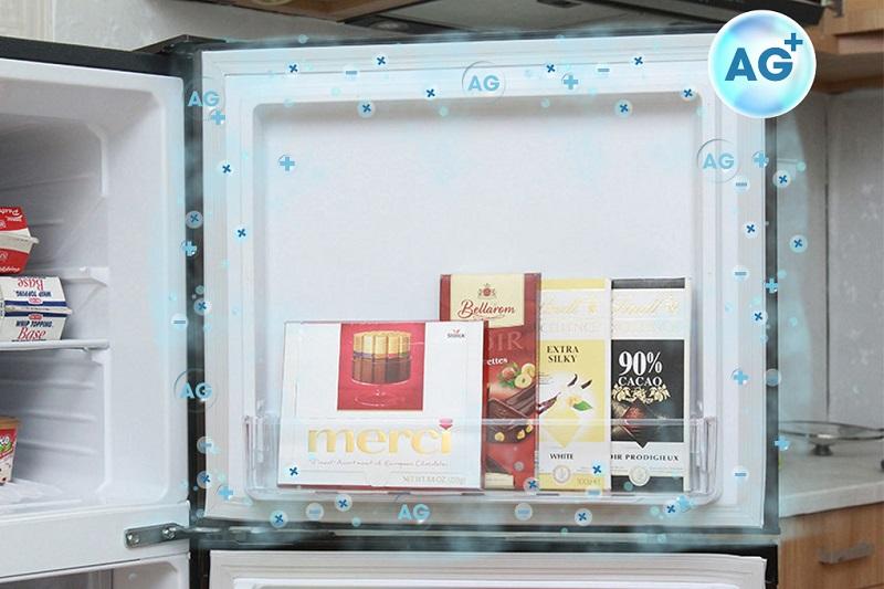 Với đệm cửa và thành tủ có chứa bạc, với chức năng kháng khuẩn, tủ lạnh Mitsubishi Electric MR-FV24J-BR-V sẽ ngăn chặn vi khuẩn xâm nhập